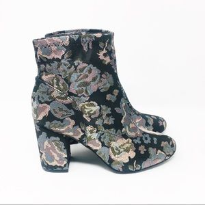Kenneth Cole Reaction Floral Fabric Ankle Boot 8.5